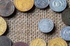 10 Kopeken im Jahre 1914 wird durch alte Münzen von Russland umgeben Lizenzfreie Stockfotos