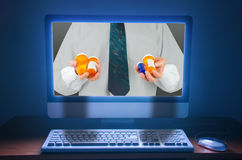 Kopende en verkopende farmaceutische medicijnpillen online op int. royalty-vrije stock afbeelding