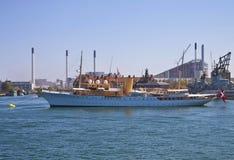 Kopenhaga, Dani - Królewski jacht Dannebrog w Kopenhaga harbo Obraz Royalty Free