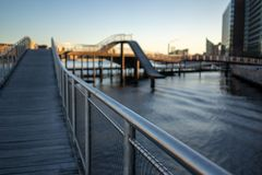 Kopenhaga Dani, Kwiecień, - 1, 2019: Kalvobod most który jest nowożytnym strukturą obraz royalty free