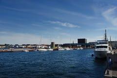 Kopenhaga Dani, Lipiec, - 23, 2016: nabrzeże blisko nowożytnego budynku Królewski Duński domek do zabaw Obraz Stock