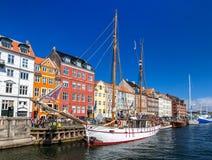 KOPENHAGA DANI, MAJ, - 29: Łodzie w Nyhavn na Maju 29, 2014 wewnątrz Obraz Royalty Free