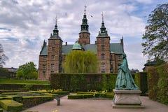 KOPENHAGA DANI, MAJ, - 6, 2016: Rosenburg kasztel w Kopenhaga, Dani na częsciowo chmurnym dniu w wczesnej wiośnie Zdjęcie Stock