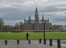 KOPENHAGA DANI, MAJ, - 6, 2016: Rosenburg kasztel w Kopenhaga, Dani na częsciowo chmurnym dniu w wczesnej wiośnie Obrazy Stock