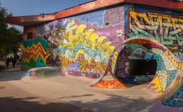 KOPENHAGA DANI, Październik, - 2018: Kolorowy łyżwa park w Freetown Christiania, samozwańczy autonomiczny obrazy stock