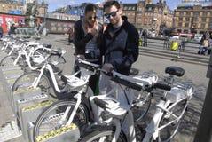 KOPENHAGA miasta ELEKTRYCZNI rowery Zdjęcia Stock