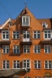 Kopenhaga, Nyhavn, antyka dom z jaskrawą kolorową fasadą Obrazy Stock