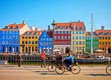 Kopenhaga, Nyhavn sławny punkt zwrotny i rozrywka okręg, Obraz Royalty Free