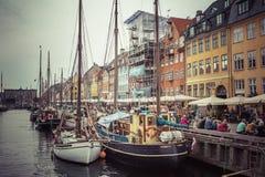 KOPENHAGA, WRZESIEŃ - 07: Jachty w NYHAVN na Wrześniu 07, 201 Obrazy Stock