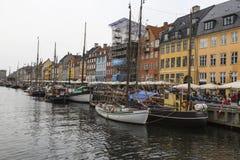 KOPENHAGA, WRZESIEŃ - 07: Jachty w NYHAVN na Wrześniu 07, 201 Zdjęcie Stock
