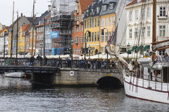 KOPENHAGA, WRZESIEŃ - 07: Jachty w NYHAVN na Wrześniu 07, 201 Obrazy Royalty Free
