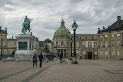 KOPENHAGEN, DÄNEMARK - MAI 2017: Amalienborg-Palast in Kopenhagen, Dänemark an einem bewölkten Frühlingstag Lizenzfreie Stockfotografie