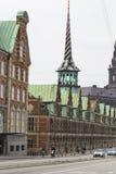 KOPENHAGEN, DÄNEMARK - 8. SEPTEMBER: AltbestandBörsengebäude herein Lizenzfreie Stockfotografie