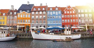 KOPENHAGEN, DENEMARKEN - MEI 31, 2017: panoramische banner van Nyha stock foto's