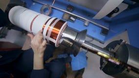 Koperdraad die machine vormen Modern industrieel materiaal voor transformator, elektrische motorproductie stock video