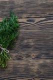 Koperkowa wiązka na nieociosanym drewnianym tle Zdjęcia Royalty Free