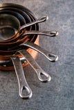 Koperpotten en Pannen, reeks van koper cookware voor restaurant Stock Foto