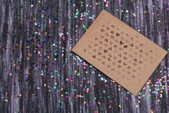 Koperta Kraft papier List miłosny koperta Drewniany tło 3d sieć obrazek odpłacający się ogólnospołecznym E Fotografia Royalty Free