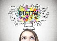 Kopf der Frau s und digitales Marketing Lizenzfreies Stockbild