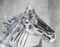 Kopf der silbernen Pferdestatue Stockfotos