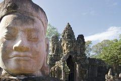 Kopf der Statue am Gatter zu Angkor Thom Lizenzfreie Stockfotos