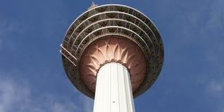 Kopf eines hohen Kontrollturms in Kuala Lumpur Lizenzfreie Stockfotografie