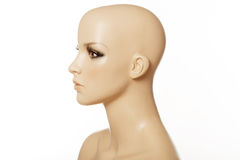 Kopf eines weiblichen Mannequins im Profil lokalisiert auf Weiß Lizenzfreie Stockfotografie
