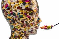 Kopf hergestellt vom Glas mit Tabletten Lizenzfreie Stockbilder