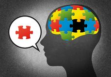 Kopf mit Puzzlespielgehirn Stockbild