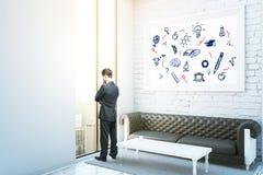 Kopf voll der Bücher getrennt auf weißem Hintergrund Lizenzfreie Stockbilder