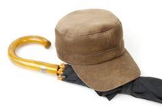 Kopfbedeckung und ein Regenschirm Lizenzfreie Stockbilder