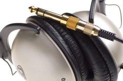 Kopfhörer auf einem hellen Hintergrund Stockfotos