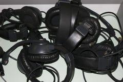 Kopfhörer lokalisiert auf einem weißen Hintergrund lizenzfreies stockfoto
