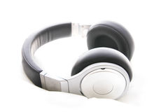 Kopfhörer lokalisiert im Weiß stockfotografie