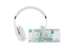 Kopfhörer und Banknote Stockfoto