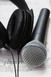 Kopfhörer und Mikrofon Stockfotos