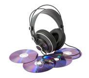 Kopfhörer und Platten auf einem weißen Hintergrund Lizenzfreies Stockbild