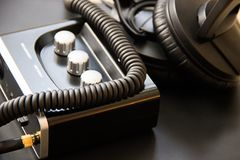 Kopfhörerkabel schloss die Steckfassung an externe Soundkarte mit Input lizenzfreies stockbild