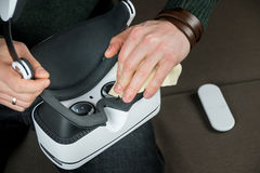 Kopfhöreroptik der Reinigungsvirtuellen realität Stockbilder