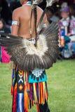 Kopfkleid und -kleidung des amerikanischen Ureinwohners, die ein Kriegsgefangen-Kriegsgefangen sind Lizenzfreie Stockfotos