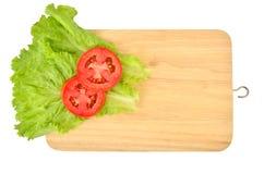 Kopfsalat mit Tomate lizenzfreies stockfoto