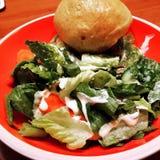 Kopfsalat-Salat u. Brötchen stockfotografie