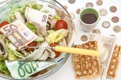 Kopfsalat und cerry Salat mit Euro lizenzfreies stockfoto