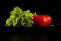Kopfsalat und Tomate Lizenzfreies Stockfoto