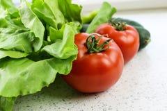 Kopfsalat und Tomate Stockfoto