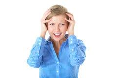 Kopfschmerzen, Schmerz, junge blonde Frau getrennt Lizenzfreie Stockfotos