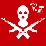 Kopfschutz und zwei gekreuzter AK-47 Lizenzfreies Stockfoto