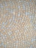 Kopfstein entsteint die Straße, die gerundeten Hintergrund pflastert Stockfotos