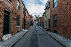 Kopfstein-Straßen im im Stadtzentrum gelegenen historischen Hafen-Osten fällt Punkt, stockfotos