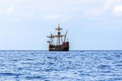 Kopia av Christopher Columbus ' skepp Santa Maria, madeira royaltyfria bilder